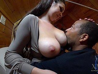स्तनपान कराने वाली